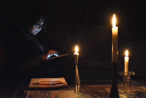 THINGS YOU SHOULD NEVER DO WHEN THE POWER GOES OUT
